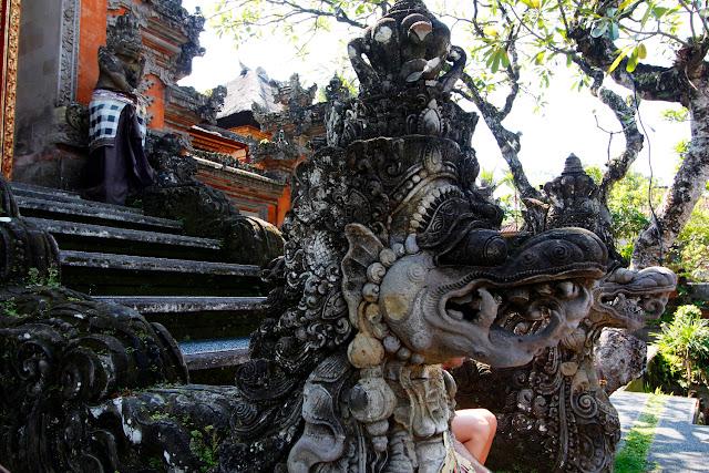 Detalle del templo frente al Lotus Cafe