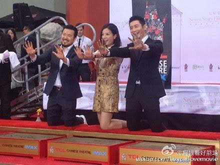 2015.06.03_Triệu Vy Hoàng Hiểu Minh Lâm Nghệ Bân lưu dấu ấn tại nhà hát Trung Quốc - Hollywood