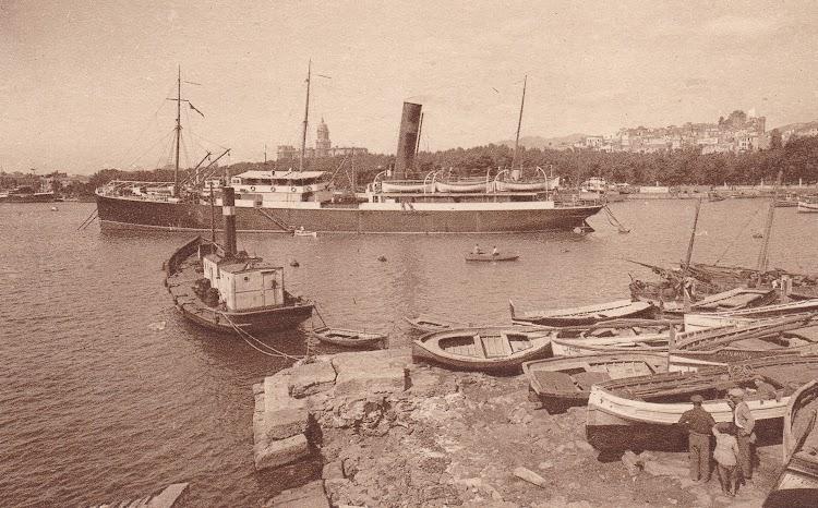 Vapor ATLANTE fondeado en Malaga. postal. L Roisin. Colección Laureano Garcia Fuentes. Nuestro agradecimiento.jpg