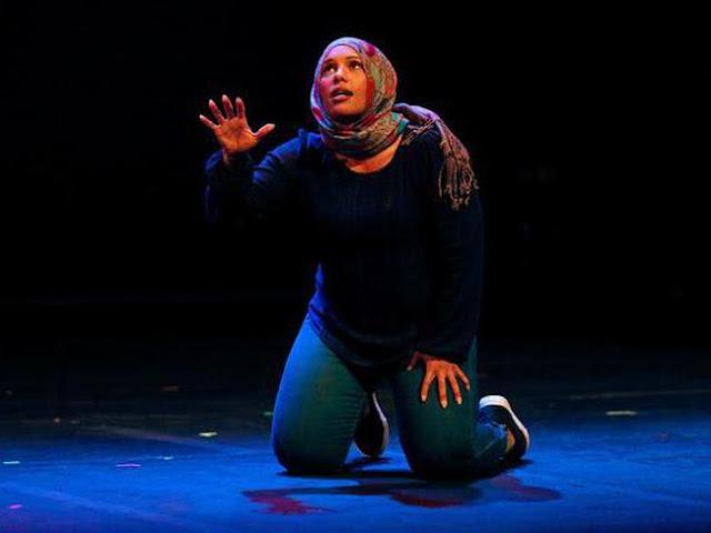 Pertunjukan Teater Aktivis Rise Up Los Angeles Di London Protes Kebijakan Donald Trump