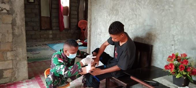 Satgas Pamrahwan Yonif Raider Khusus 732/Banau memberikan Layanan Kesehatan Gratis kepada masyarakat Desa Pandanga Kec. Morotai Selatan