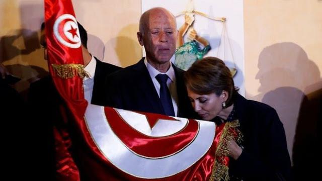 """زوجة قيس سعيد ترفض لقب سيدة تونس الأولى """"أنا خادمة تونس الأولى"""" !"""