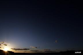 2011/12/04の夕日です。青と力強い夕日が綺麗でした~