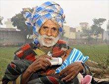 هندي يصبح أكبر أب في العالم بعمر 96 عاماً