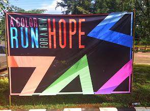 Photo: En el campus se celebraba una carrera, ¨color run¨