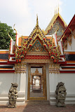 Pompous gate in Wat Pho temple (© 2010 Bernd Neeser)