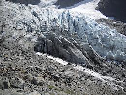 Scrambling closer to the glacier.