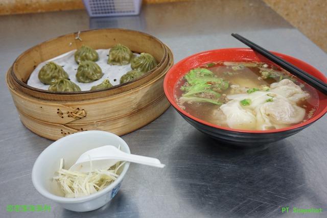 水饺汤和一笼的九层塔小笼包