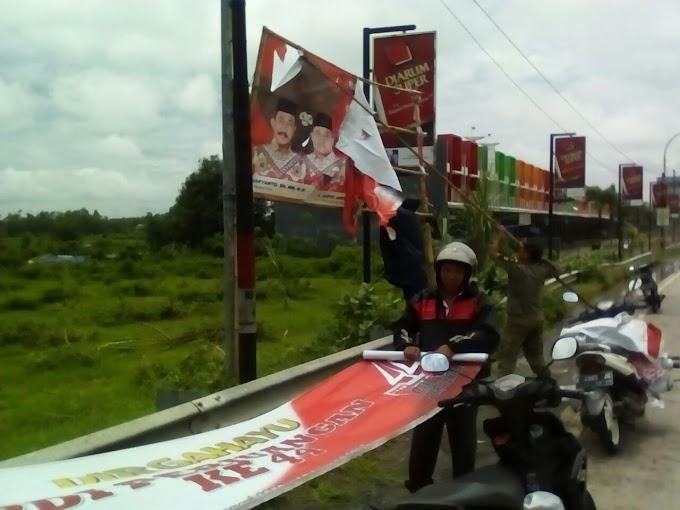 Penertiban APK Alat Peraga Kampanye di Kecamatan Juana Pati