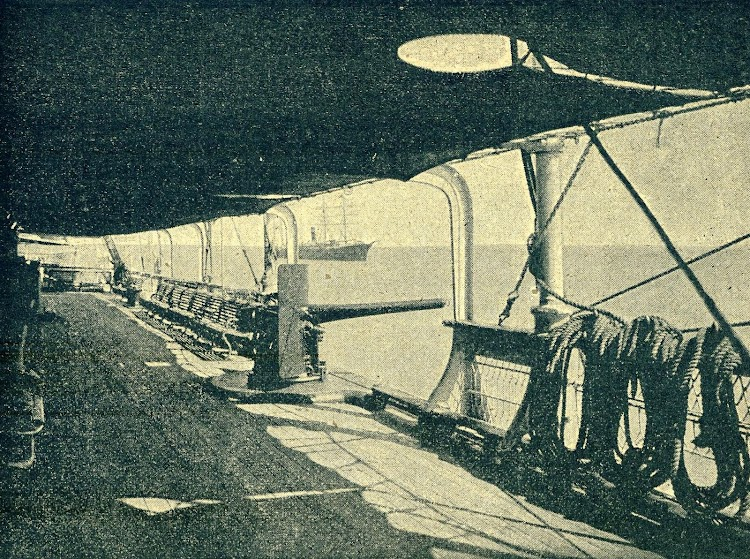 Los buques estaban preparados para ser usados como cruceros auxiliares. Detalle de la cubierta del ALFONSO XIII. De la revista La Vida Maritima. Año 1902..JPG