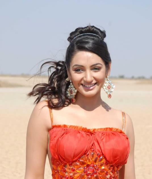 KANNADA GALLERY: Ragini Stills From Movie Kempegowda