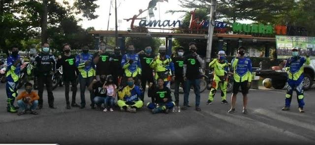 Tim Gabungan Sobat Rider Peduli Bagi Masker dan Takjil