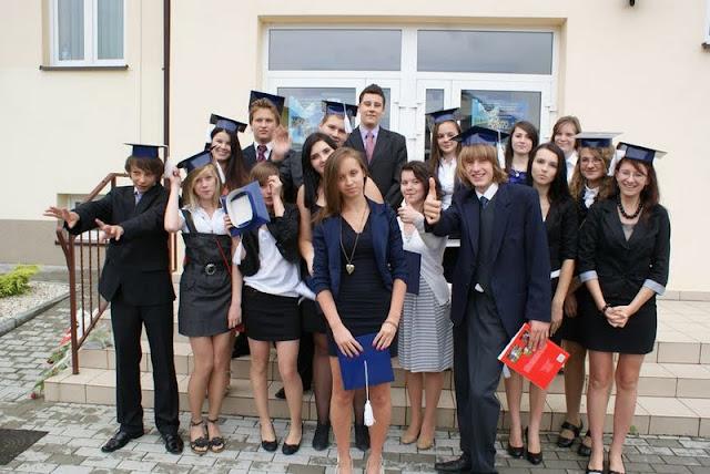 Zakończenie Gimnazjum przed budynkiem bis - DSC08157_1.JPG