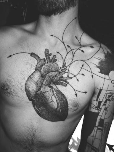 Tradicionais coracao humano tatuagens de desenhos ideias para os homens no peito