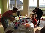 Dzieci samodzielnie robią mydełka