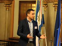 8 Több felszólalás és kérdés is érkezett az előadókhoz. A képen Sóti Attila, a Vajdasági Magyar Diákszövetség képviselője.JPG