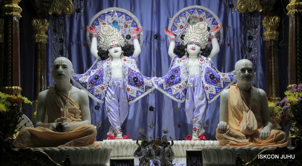 ISKCON Juhu Mangal Deity Darshan on 11th Aug 2016 (26)