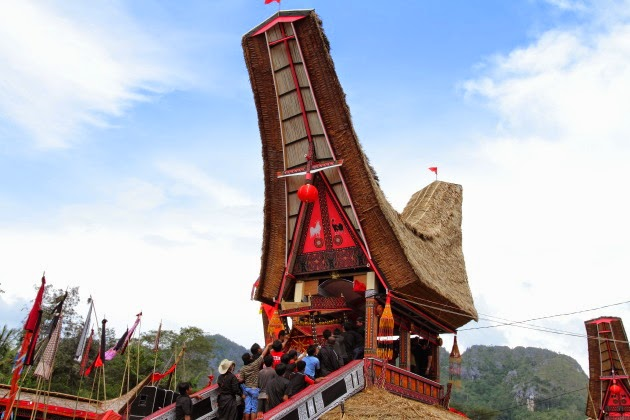 Coffin being carried into the funeral house at Tana Toraja