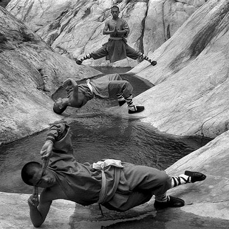 сред най-известните му снимки са на монаси от Шаолин