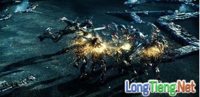 Optimus Prime nối gót Dominic Toretto phản bội gia đình trong trailer mới của Transformers: The Last Knight - Ảnh 4.