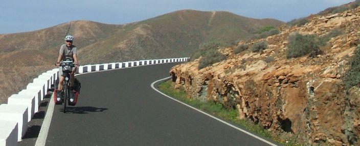 Chris auf den Serpentinenstraßen bei Vega de Rio Palmas, südlich von Betancuria, Fuerteventura