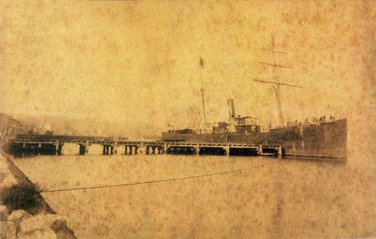 El vapor CABO MAYOR en Santander. Muelle saliente numero 7. Ca. 1885. Foto del libro Inmersion al CABO MACHICHACO.jpg
