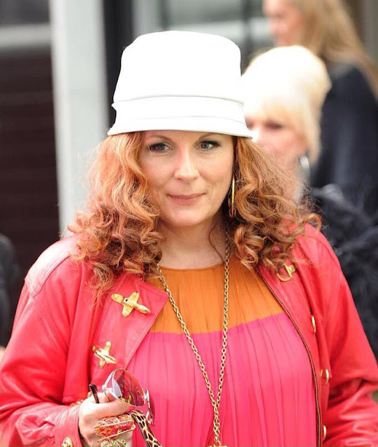Jennifer Saunders Profile pictures, Dp Images, Display pics collection for whatsapp, Facebook, Instagram, Pinterest.