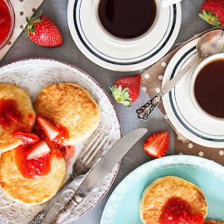 Russian Cottage Cheese Pancakes (Syrniki).