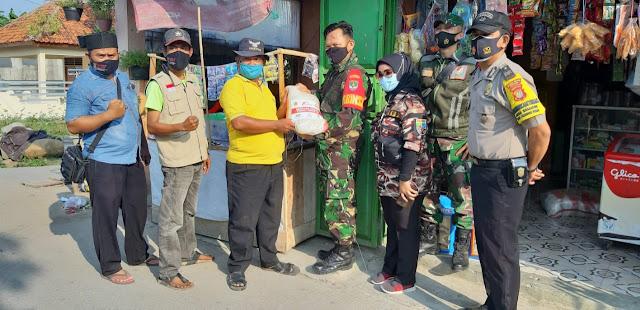 BABINSA Desa Sriamur Distribusikan Langsung Bantuan Sembako