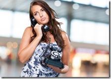Donna parla a telefono