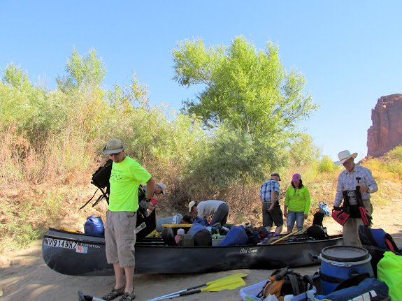 Packing gear at the Mineral Bottom boat ramp