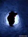 Delar av den gigantiskt stora snögrottan som blev grävd