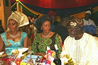Funny photo: what's wrong with this tinubu's photo..