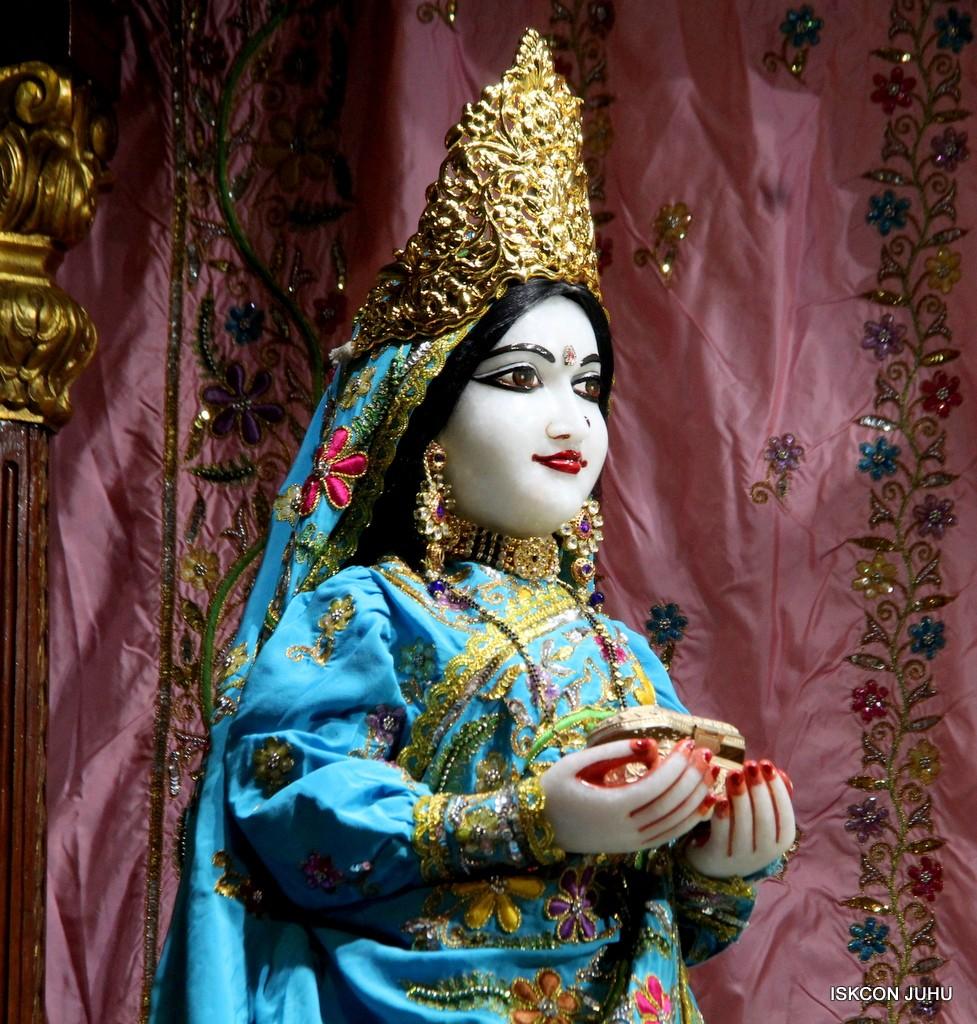 ISKCON Juhu Mangla Deity Darshan 22  Nov 2016 (29)