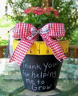 regalos-diy-profesores-macetero-pintado-planta-mensaje
