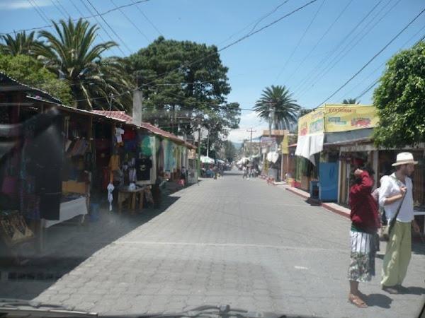 Calle principal de Panajachel