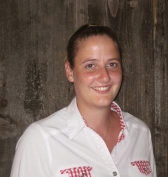 Angela Rölli, Service