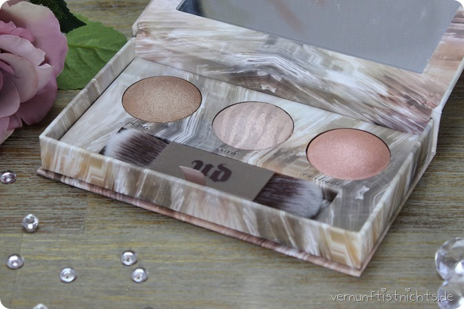 Urban Decay UD Naked Illuminated Trio pyrite oasis twilight highlighter blush palette make up beauty review swatch swatches tragebild blog kosmetik douglas haul einkauf artist mac benefit highend 1