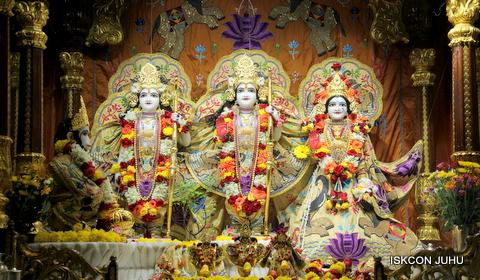 ISKCON Juhu Sringar Deity Darshan on 5th Sep 2016 (24)