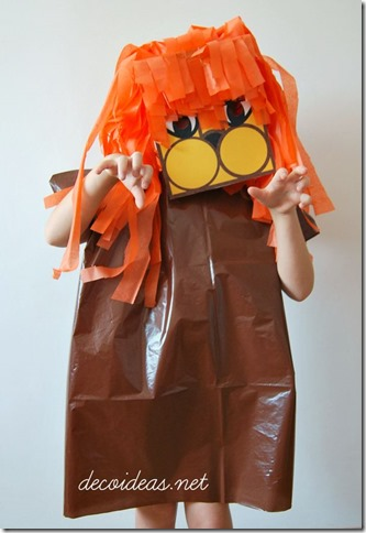 disfraz de leon con bolsas de basura32