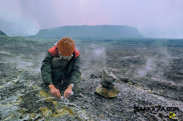 استكشافية لبركان نيراجونجو افريقيا 9.jpg
