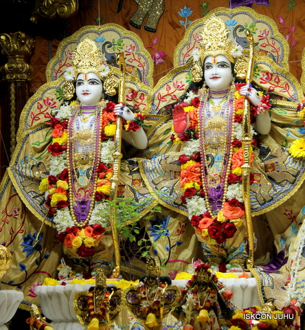 ISKCON Juhu Sringar Deity Darshan on 5th Sep 2016 (21)