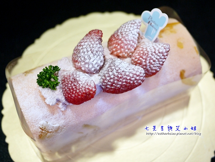 3 貝里斯草莓乳酪奶凍捲