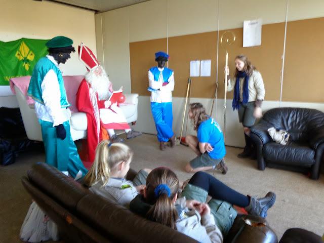 Sinterklaas op de scouts - 1 december 2013 - DSC00151.JPG