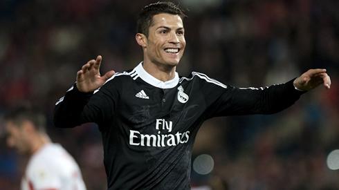 timeless design 2117f c764e Cristiano Ronaldo will receive his 2015_16 golden shoe at ...