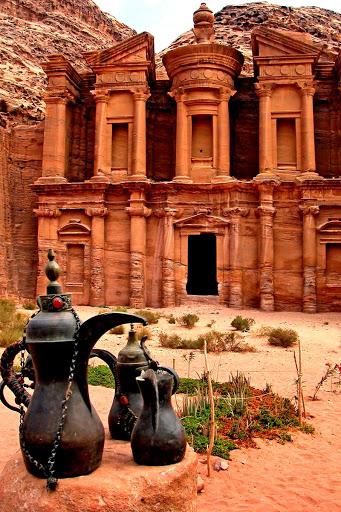 Petra, a cidade dos túmulos