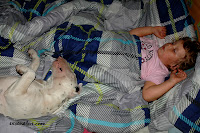 Tosia śpi ze swoją Zuzią :)