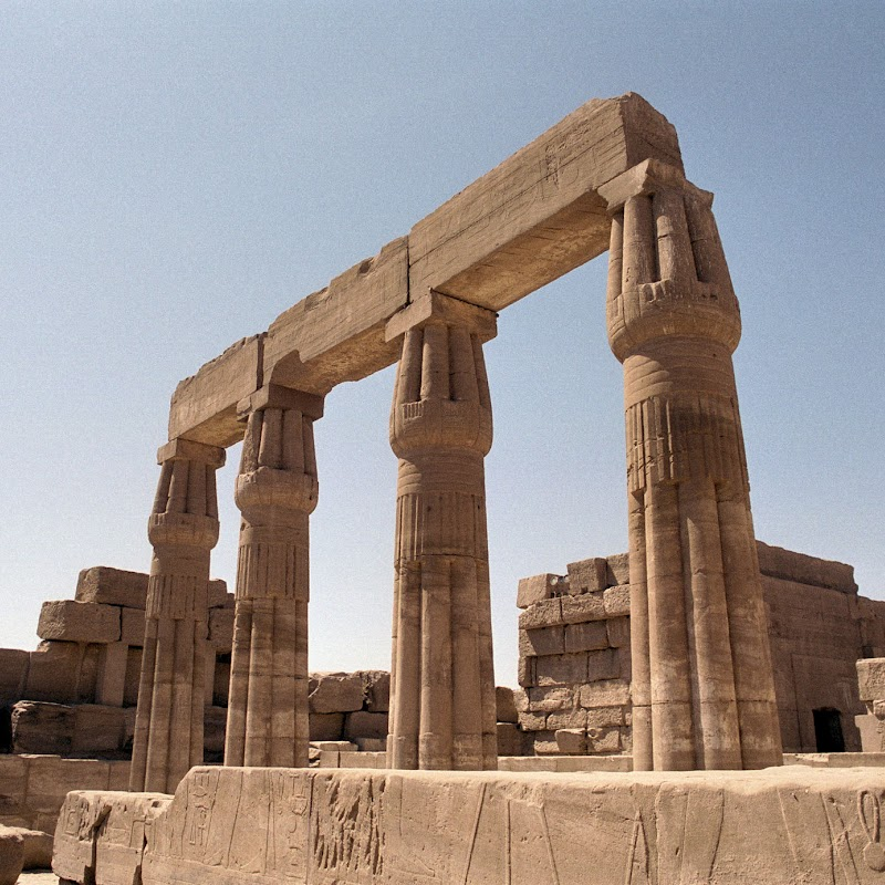 Luxor_21 Karnak Temple Columns.jpg