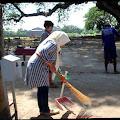 Terjaring Razia Masker Belasan Warga di Kec. Perak Jombang Kena Sanksi Bersihkan Makam