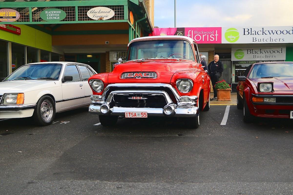 1955 GMC Truck Front.jpg
